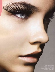 Beauty 101 How to Apply False Eyelashes barbara-palvin-long-lashes