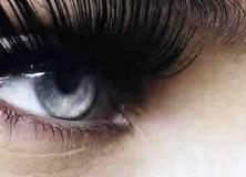 Beauty 101 How to Apply False Eyelashes barbara-palvin-long-lashes Feature Image