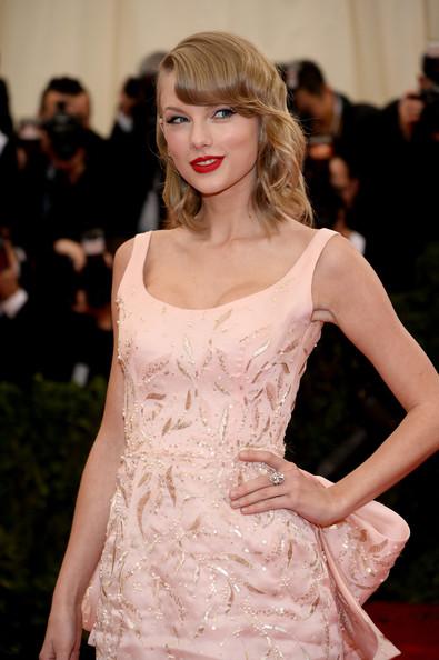 Red+Carpet+Arrivals+2014 Met+Gala Taylor Swift