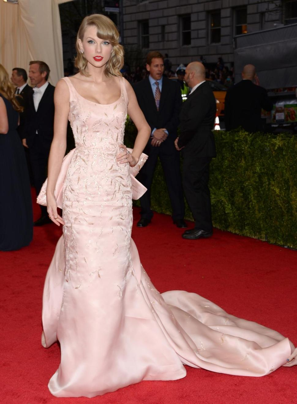 Taylor Swift S Met Gala Beauty Fashion Sassy Dove