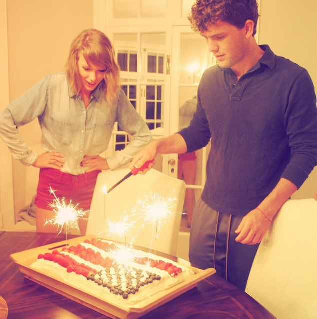 Taylor Swift Fourth of July Instagram Pics Cake with Brother Austin