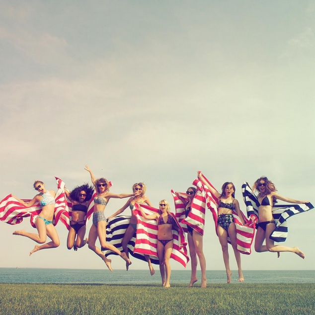 Taylor Swift Fourth of July Instagram Pics Swimsuits