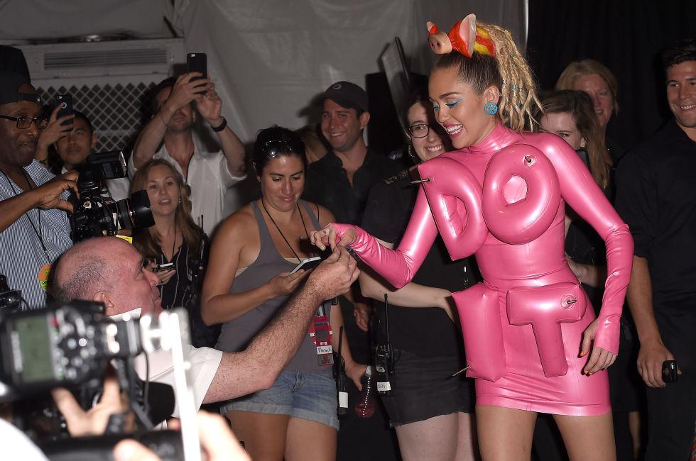 Miley Cyrus MTV VMA Awards 2015 Do it I'm So Done