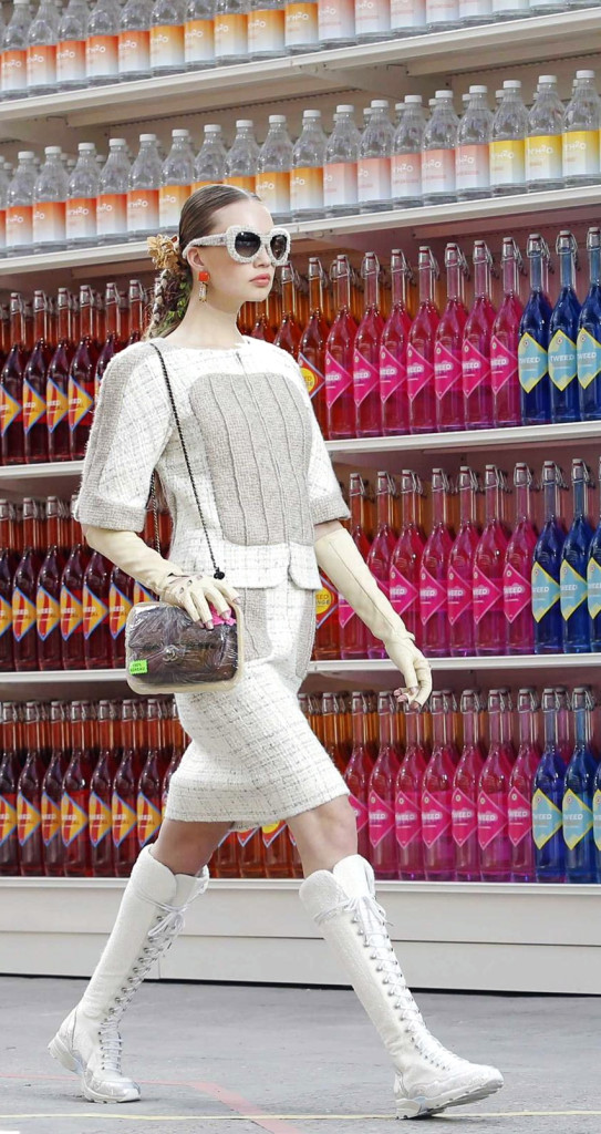Fashion-Show-Wallpaper-Chanel-Grocery-Store-Fashion-Week-iPhone