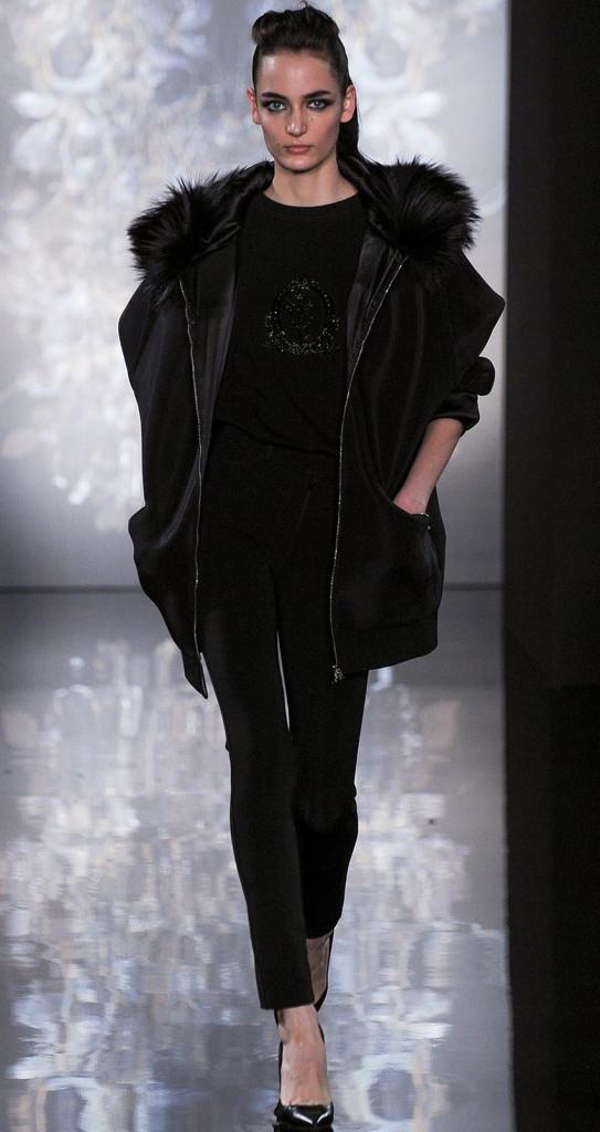 Fashion-Show-Wallpaper-Valentin-Yudashkin-Paris-Fashion-Week-iPhone
