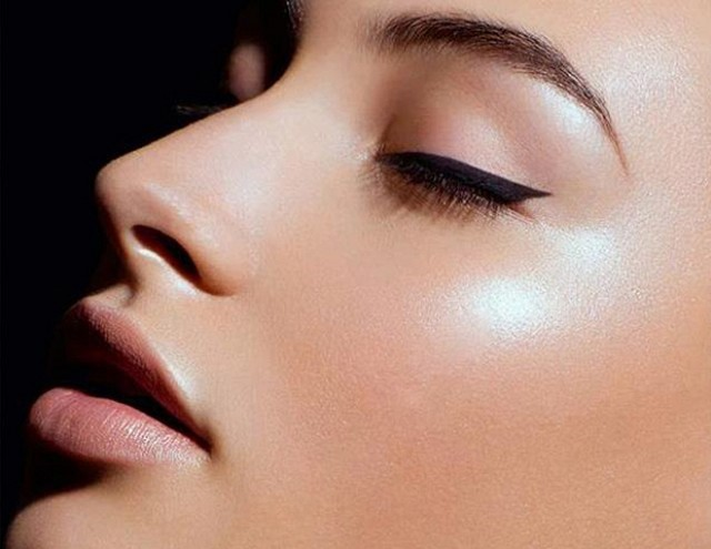 airbrushed effect makeup contouring highlighting