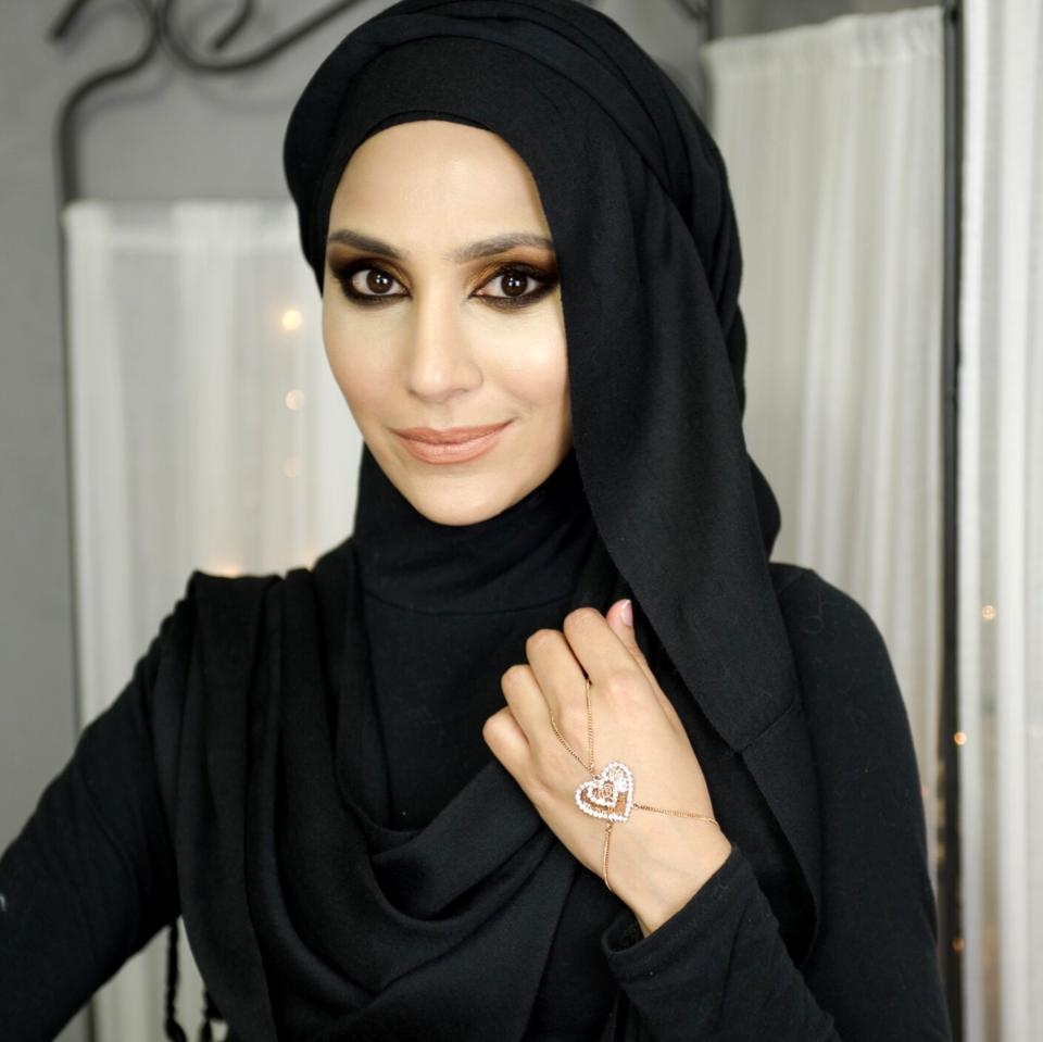 Hijab Dresses Black Woman Dark Eyeliner