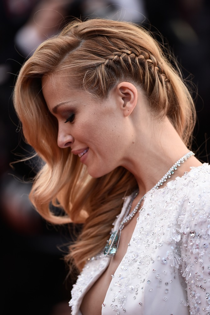 Statement Parts french braid on side model red carpet brond hair