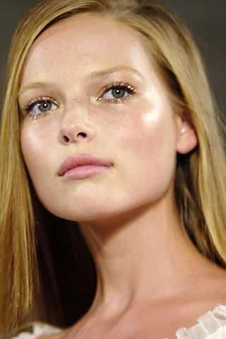 How To Highlight and Contour Your Face with Makeup Highlight Natural Glow