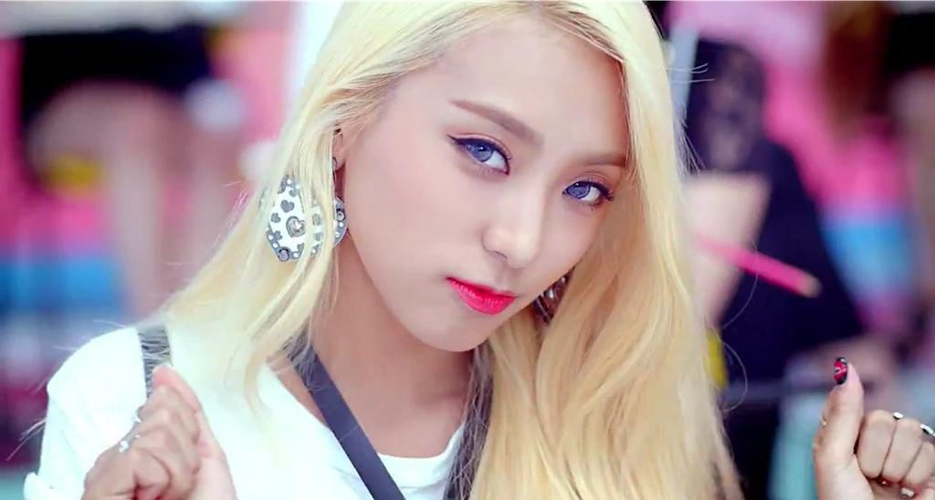 Sistar Bora Shake It Straight Eyebrows