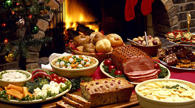 Hosting the Holiday Dinner: Tips and Tricks to Make You a Better St. Nick