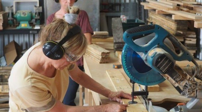 3 Benefits of Using Compound Miter Saws
