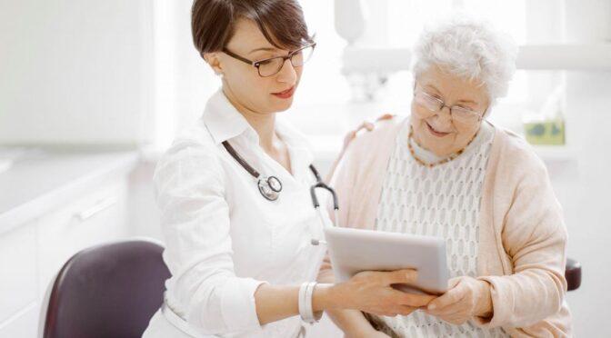 elderly-woman-talking-to-doctor
