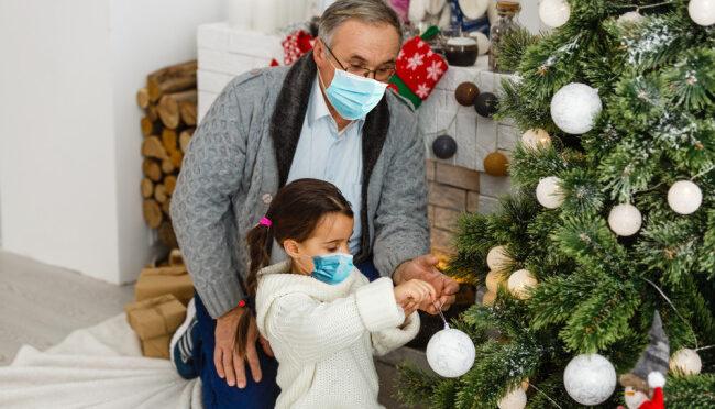 christmas 2020 face masks family visits