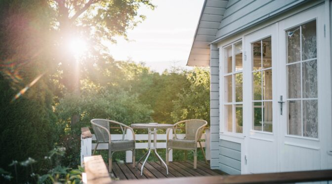 Fall Outdoor Furniture: Top 5 Furniture Material That Can Endure Cold Weather and How to Take Care of Them